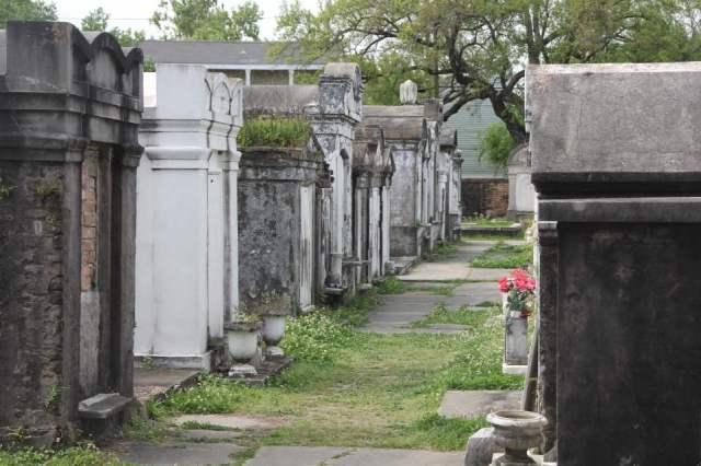 Space-saving mausoleums